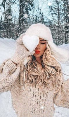 Creative Instagram Photo Ideas, Ideas For Instagram Photos, Snow Photography, Photography Poses Women, Winter Instagram, Snow Pictures, Snow Outfit, Foto Casual, Cute Poses