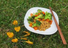 Amarant-Linsen und gewokte Broccoli-Karotten