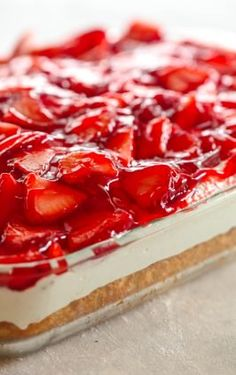 Strawberries and Cream Cake - this stuff is AMAZING! Perfect dessert for spring . Strawberry Dessert Recipes, Strawberry Desserts, Sweets Recipes, Cupcake Recipes, Yummy Recipes, Danish Dessert, Cake Mix Ingredients, Lemon Cake Mixes, Planning Budget