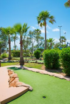 #minigolf #playadepalma #pabisabeachclub Want to play minigolf in Majorca? If you are looking to have a great time with your friends or family, we have the perfect place for you at our Pabisa Beach Club minigolf in Playa de Palma, the biggest and the best! Play at any time during the day or in the evening as it is fully illuminated.