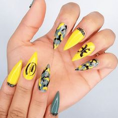 Whether you're welcoming home a soldier from battle or just dig the camo style, we think you're going to love these camouflage nail designs. Camouflage Nails, Camo Nails, Camo Acrylic Nails, Nail Art Designs, Simple Nail Designs, Nails Design, Bright Summer Nails, Cute Summer Nails, Spring Nail Art