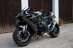 Amazing-Kawasaki-Ninja-H2-2.jpg (2048×1365)