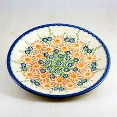Do you like bright colors in Polish pottery? I love this color combination, using a plate like this for a breakfast could make my morning :)