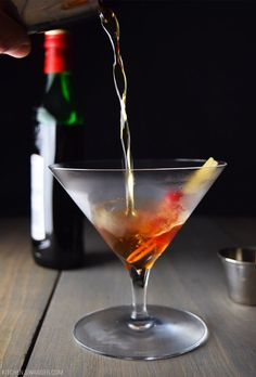 The best classic Manhattan cocktail is made with bourbon, vermouth, and bitters. Always stirred, never shaken for the perfect result. Frozen Drink Recipes, Easy Drink Recipes, Drinks Alcohol Recipes, Beer Recipes, Yummy Drinks, Cocktail Recipes, Yummy Recipes, Cocktail Maker, Signature Cocktail