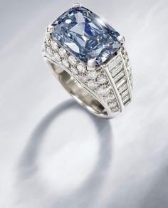 Anillo Con Raro Diamante Azul de Bulgari