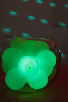 Make a Glowing Balloon Centerpiece from cfabbridesigns.com