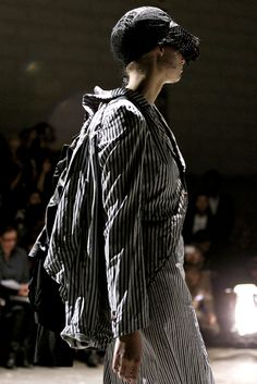 Comme des Garçons - Spring 2011 Ready-to-Wear - Look 76 of 109
