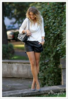 Shorts, low-heeled pumps, cowl neck shirt.  Colors: black and white.