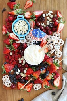 Red White And Blue Fruit Platter #4thofjuly #patriotic #party #summer #easy #treats
