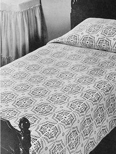 Compass Bedspread (free crochet pattern): I know myself well enough to know this would not survive my patience. However, I do love this and had to save it! Maybe use a few squares for something else like a bag or baby blanket?