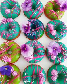 Donuts make for a great dessert. Look at how pretty these donuts are! Fancy Donuts, Dozen Donuts, Cute Donuts, Donuts Donuts, Delicious Donuts, Delicious Desserts, Unicorn Foods, Donut Decorations, Donut Party