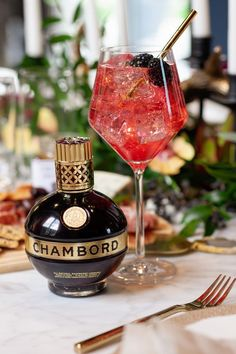 The best spring cocktails - Chambord Spritz Cocktail Menu, Cocktail Sauce, Cocktail Glass, Signature Cocktail, Cocktail Shaker, Cocktail Movie, Cocktail Attire, Mojito Cocktail, Chambord Cocktails
