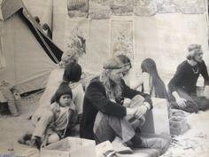 Karen Møller Mørck, 58, Værløse. Mit andet år på Roskilde Festival. Det var en eksotisk verden at komme ind i. Hele verden og ikke mindst Østens vidunderlige verden blev tilgængelig for en forstadspige. De ældre hippier var en stor inspirationskilde. Duften af røgelse og hash blandede sig med tonerne til Røde Mor (1974).