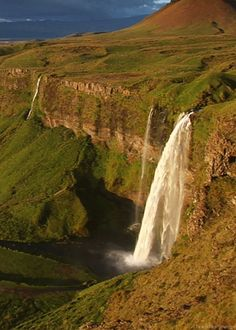 Seljalandsfoss Waterfall - Iceland, by Eva Sturm - via Pars Kutay Beautiful Gif, Beautiful World, Beautiful Places, Nature Gif, Nature Photos, Beautiful Waterfalls, Beautiful Landscapes, Images Gif, Amazing Nature