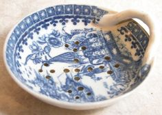 Blue and White Porcelain Tea Strainer, 18thC, decorated in underglaze blue in Chinoiserie designs, singe applied looped handle, no maker's mark, believed to be Caughley or Worcester.