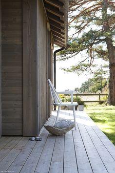 Hytte i MøreRoyal - vakker og varig. Prefab Cabins, Open Air, House Design, Patio, Mansions, Building, Outdoor Decor, Life, Home Decor