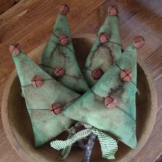 Set Of 4 Grungy Primitive Christmas Tree Ornies Tuck Bowl Fillers