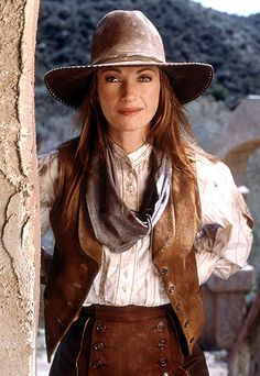 Dr. Quinn Medicine Woman  STYLE PROFILE  Dr. Quinn (Jane Seymour) tended to the sick and ailing in Colorado Springs in blousy button-ups, flowy skirts, and occasionally, suede separates.