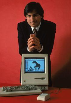 Steve Jobs con il Macintosh 128k