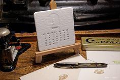 Ręcznie drukowany z ruchomych czcionek biurkowy kalendarz letterpress na 2016 rok.  - Hand printed letterpress desktop callendar.