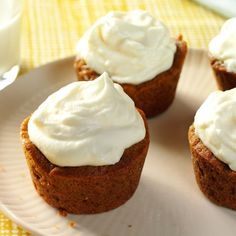 Gingersnap Cream Cookie Cups Recipe -Whole wheat flour gives a rustic look to little tassies that are big on flavor. The velvety, rich filling is a delectable contrast to the cookie cup. Diabetic Friendly Desserts, Diabetic Recipes, Diabetic Cookies, Diabetic Snacks, Healthy Recipes, Healthy Desserts, Yummy Recipes, Free Recipes, Cookie Recipes