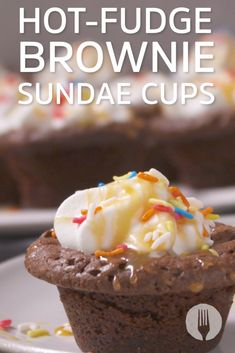 Hot-fudge Brownie Sundae Cups Super Moist Chocolate Cake, Chocolate Desserts, Cheesecake Recipes, Dessert Recipes, Brandy Snaps, Brownie Sundae, Hot Fudge, Fudge Brownies, Baby Hacks