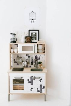 Great Screen Ikea hacks: the 10 most beautiful children& kitchens. Ideas An Ikea kids' space continues to intrigue the kids, because they are provided a great deal more t Play Kitchens, Ikea Play Kitchen, Toy Kitchen, Kitchen Hacks, Ikea Kitchens, Mini Kitchen, Kitchen Playsets, Basic Kitchen, Kitchen Makeovers
