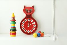 A child's cat clock from Kienzle Boutique of Germany. Kid Fonts, Cat Clock, Wooden Cat, African Children, Red Cat, Tattoos For Kids, Kids Logo, Birthday Pictures, Vintage Cat