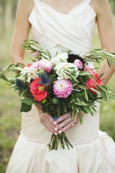 beautiful wildflower + dahlia bouquet // photo by EE-photography.com // flowers by SweetSundayEvents.com