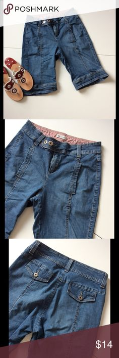 """🍀3 for $18🍀 Lee Denim Bermuda Shorts These great shorts have tons of style: tab waist closure, seaming, faux back tab pockets, front pockets 🔷 99% cotton; 1% spandex 🔷 Machine wash 🔷 Waist 31""""; rise 10""""; hip 36""""; inseam 11"""" 🔷 Broken in, softened & gently worn; typical denim fading 🔷 Bundle discount 🔷 Smoke free home Lee Shorts Jean Shorts"""