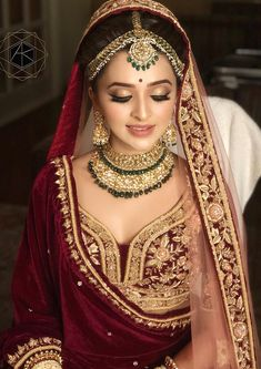 ideas for indian bridal makeup sabyasachi Indian Bridal Outfits, Indian Bridal Fashion, Indian Bridal Makeup, Indian Bridal Wear, Asian Bridal, Bridal Makeup Looks, Bridal Looks, Bridal Style, Wedding Makeup
