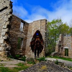 Spirit Rock Trail Near Toronto Leads To Historical Ruins In The Forest - Narcity Ontario Travel, Toronto Life, Turquoise Water, Abandoned Mansions, Past, Trail, Scenery, Places To Visit, Spirit