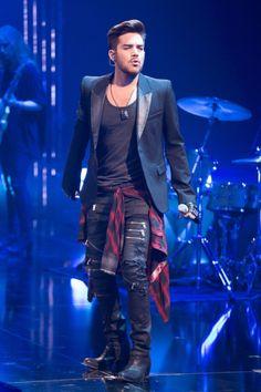 Adam Lambert z koszulą w kratę