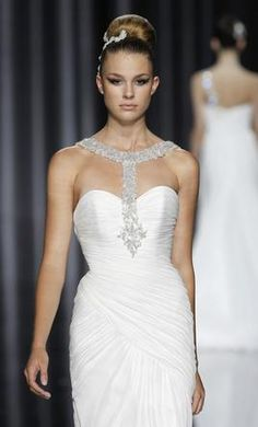 Pronovias Badem: buy this dress for a fraction of the salon price on PreOwnedWeddingDresses.com