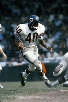 Gale Sayers of the Chicago Bears carries the ball against the Detroit Lions during an NFL football game circa 1965 at Tiger Stadium in Detroit, Michigan. Sayers played for the Bears from Get premium, high resolution news photos at Getty Images Bears Football, Nfl Bears, But Football, Nfl Football Games, Nfl Football Players, Sport Football, Nfl Sports, School Football, Football Images