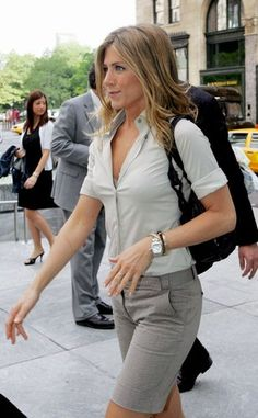 Bob hairstyles are really popular among celebs and one of the best wearer of this hairstyle is Jennifer Aniston. So here are Jennifer Aniston's Spectacular Bob. Jennifer Aniston Long Bob, Estilo Jennifer Aniston, Jennifer Aniston Pictures, Short Outfits, Summer Outfits, Jeniffer Aniston, John Aniston, Casual Chique, Style Japonais