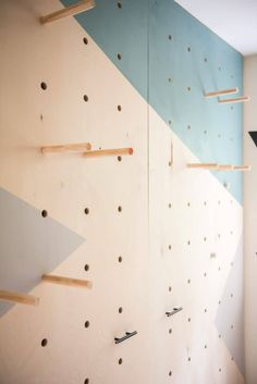 This amazing DIY giant plywood pegboard wall is so easy to make and it looks super cool! Plywood Wall Paneling, Plywood Shelves, Plywood Board, Recycled Furniture, Plywood Furniture, Plywood Interior, Furniture Design, Kids Bedroom Furniture, Chair Design