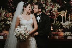 Vestido de noiva sob medida - Ateliê Esther Bauman Decote tomara que caia; tule bordado com alças em tule com aplicação de renda bordada.