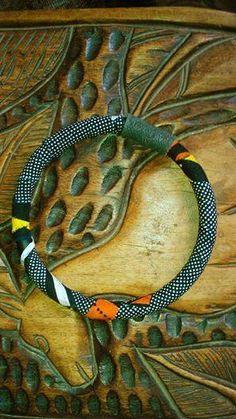 Collana girocollo con stoffa africana)