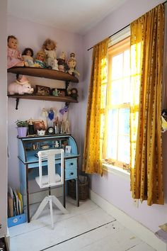 her room | SouleMama | Von: SouleMama | painted desk, doll collection, vintage, girl´s room