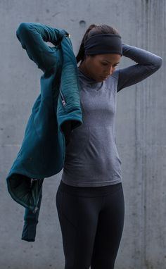 Cold runs, warm gear jogging outfit women, running clothes winter, winter w Sport Fashion, Fitness Fashion, Women's Fashion, Look Legging, Sport Outfits, Cute Outfits, Winter Running, Running Clothes Winter, Workout Wear