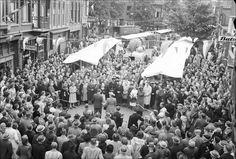 De eerste weekmarkt te Bussum (Havenstraat) 1950 --