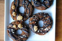 Minisuklaadonitsit // Mini Chocolate Raw Doughnuts Food & Style Pipsa Airaksinen, Terveen hyvää Photo Pipsa Airaksinen www.maku.fi