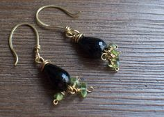Onyx Teardrop Earrings made with Brass wire and Peridot Chip Beads by threemuttsdesigns. Explore more products on http://threemuttsdesigns.etsy.com