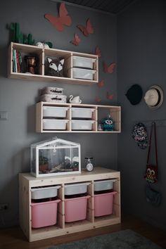 Living Room Mirrors, Living Room Decor, Cubby House Kits, Trofast Ikea, Fantasy Bedroom, Hm Home, Playroom Organization, Kids Storage, Kids Corner