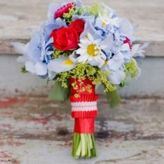 A pretty red and blue wedding colour palette {Image by Corbin Gurkin}