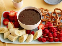 Chocolate Fondue : Dip fruit, pretzels and more in a hot sauce of chocolate blended with cream, dark rum, orange zest and cinnamon. via Food Network Fall Desserts, Just Desserts, Dessert Recipes, Dinner Recipes, Health Desserts, Fondue Recipes, Cooking Recipes, Copycat Recipes, Cooking Tips