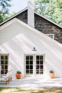 modern white brick house with cedar shakes, modern back porch decor, white brick home exterior, outdoor lighting White Brick Houses, White Exterior Houses, House Paint Exterior, Exterior Paint Colors, Exterior Design, Interior And Exterior, Painted White Brick House, White House Exteriors, Exterior House Lights