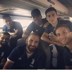 """Paulo, Gonzalo, Douglas, Rodrigo, Alex e Tomas; sono in partenza⚡️ @paulodybala @ghiguain20_9…"""""""