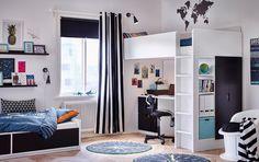 Gedeelde kinderslaapkamer in zwart en wit met een hoogslaper en een eenpersoonsbed.